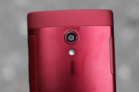 Ảnh thực tế Sony Xperia Ion màu đỏ