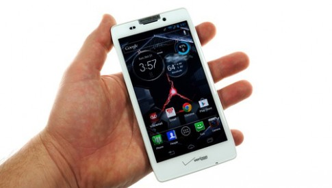 Anh va video thuc te smartphone pin 'khung' cua Motorola
