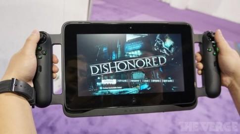 Ảnh, video thực tế tablet chơi game giá 999 USD của Razer