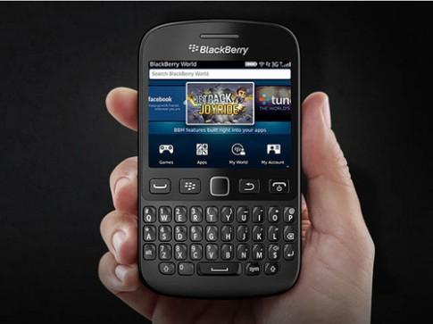 BlackBerry 9720 ra mắt với hệ điều hành cũ, thiết kế mới