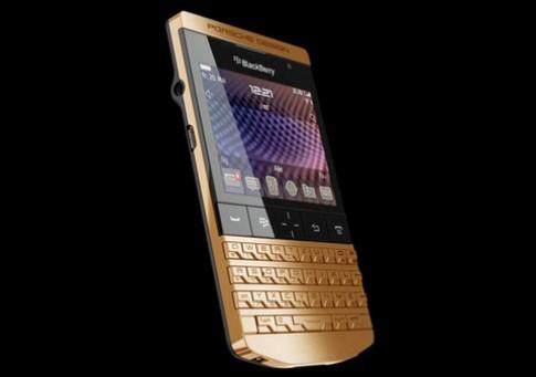 BlackBerry P'9981 mạ vàng giá 7.500 USD