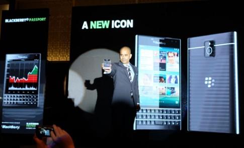 BlackBerry Passport giá 15,5 triệu đồng tại Việt Nam