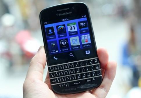 BlackBerry Q10 bắt đầu nhận đặt hàng, giá từ 800 USD