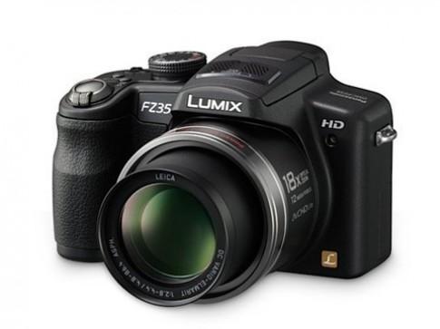 Bộ ba camera 12,1 'chấm' của Pana