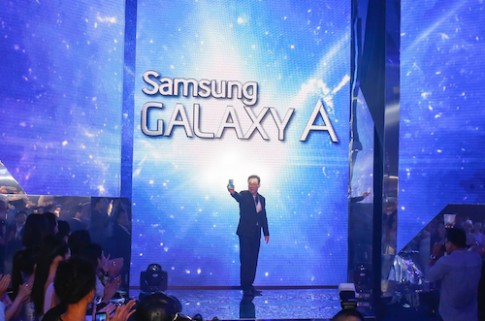 Bộ đôi Galaxy A vỏ kim loại ra mắt tại Việt Nam