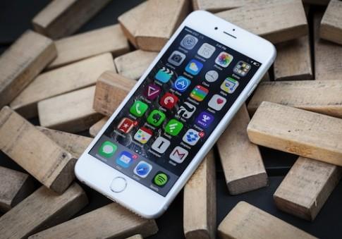 Bộ đôi iPhone 6 được khen về thiết kế, chê về pin