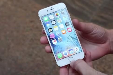 Bộ đôi iPhone 6s hồng vàng vừa mua đã bị thả rơi thử độ bền