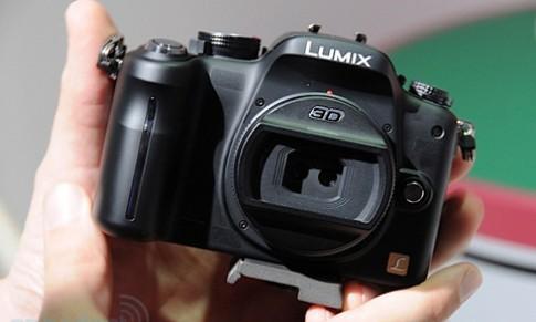 Camera 3D thay ống kính của Panasonic