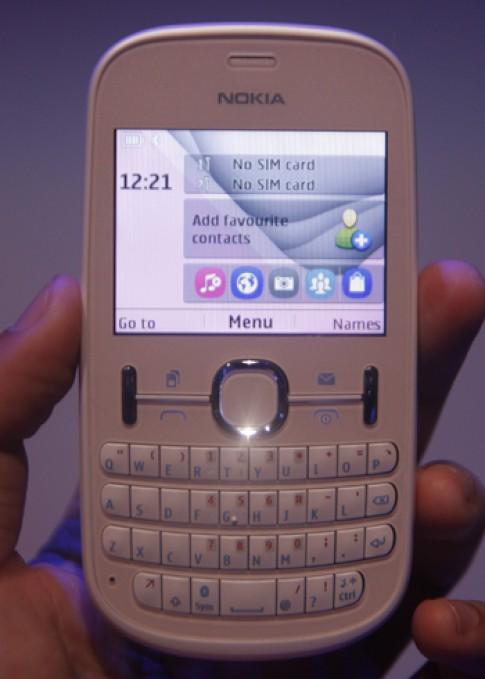 Cận cảnh điện thoại hai sim Nokia Asha 200
