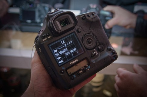 Cận cảnh siêu phẩm Canon 1D Mark IV
