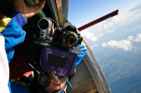 Canon 350D rơi từ 900 mét xuống vẫn 'sống'