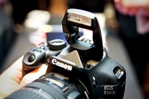 Canon đã bán được 40 triệu máy ảnh SLR