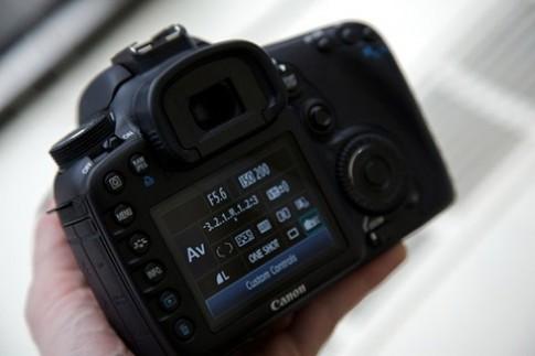 Canon điều tra lỗi của EOS 7D