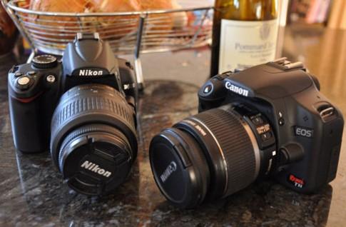 Canon EOS 500D và Nikon D5000