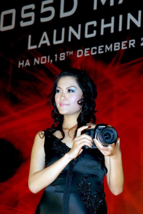Canon EOS 5D Mark II giá 3.900 USD