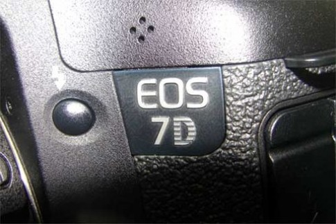 Canon EOS 7D lộ diện