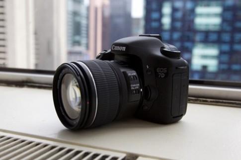 Canon trình làng EOS 7D giá 1.700 USD