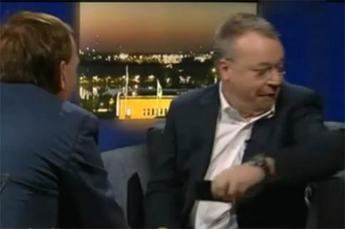 CEO Nokia ném iPhone xuống đất khi phỏng vấn