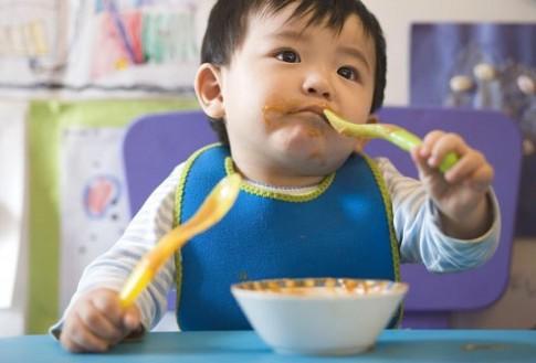 Chế độ ăn hợp lý cho bé 9 tháng tuổi