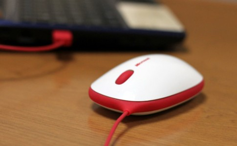 Chuột BlueTrack có dây của Microsoft
