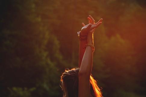 Cố chấp yêu mãi một người, để rồi tổn thương chính mình...