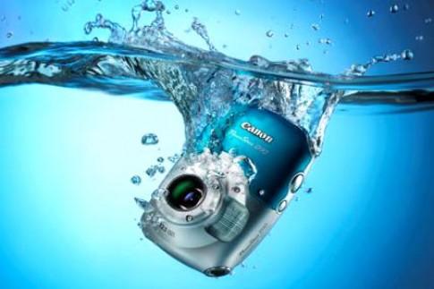 D10, máy ảnh chịu nước đầu tiên của Canon