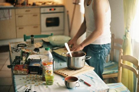 Đàn ông quyến rũ nhất là lúc vào bếp!