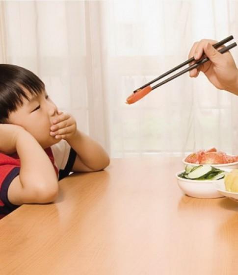 'Đánh vật' mỗi lần cho con ăn