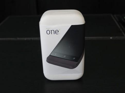 Đập hộp HTC One V chính hãng