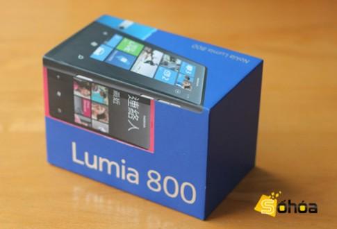 'Đập hộp' Lumia 800 màu hồng ở VN