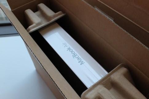 'Đập hộp' MacBook Air 2011