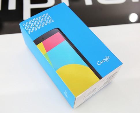 'Đập hộp' Nexus 5 tại TP HCM