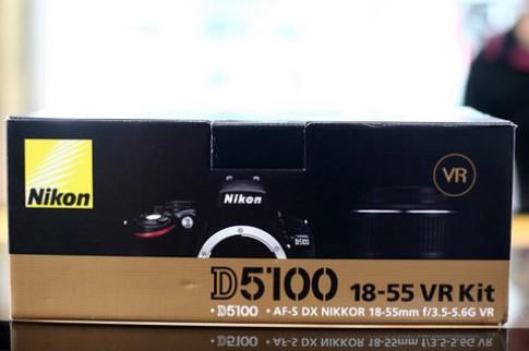 'Đập hộp' Nikon D5100 ở VN