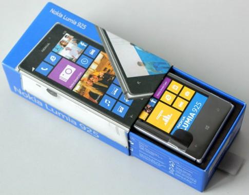 'Đập hộp' Nokia Lumia 925 chính hãng