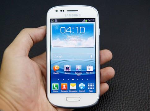 Đập hộp Samsung Galaxy S III Mini tại TP HCM