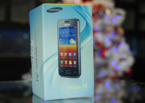 'Đập hộp' Samsung Wave M tại VN