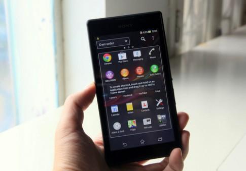 'Đập hộp' smartphone 5 inch giá hấp dẫn của Sony