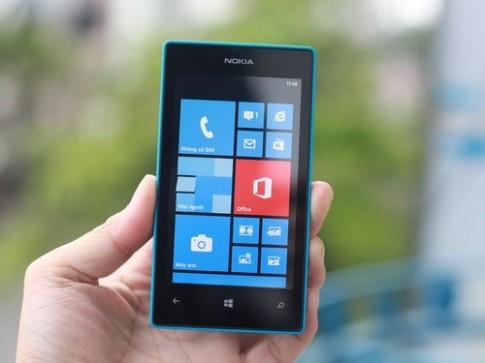 'Đập hộp' smartphone Lumia rẻ nhất của Nokia ở VN