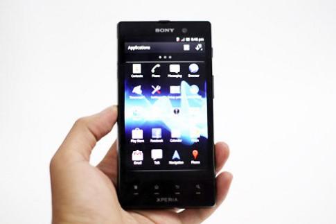 'Đập hộp' Sony Xperia Ion chính hãng tại VN