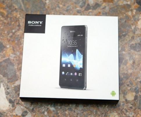 Đập hộp Sony Xperia V chính hãng