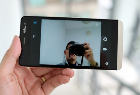 Di động chuyên chụp ảnh selfie giá 3,9 triệu đồng