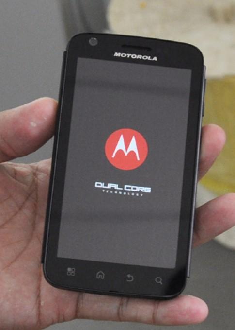 Điện thoại chip lõi kép Motorola Atrix 4G về Việt Nam