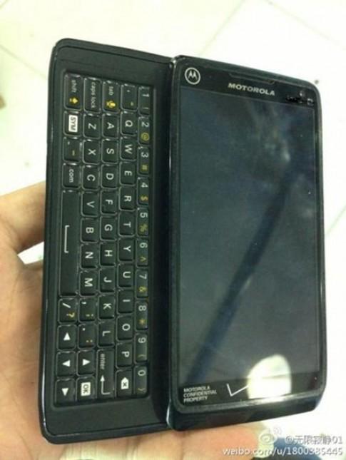 Điện thoại chống nước có bàn phím của Motorola xuất hiện