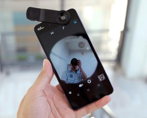 Điện thoại chụp ảnh kèm ống kính giá 2,8 triệu đồng
