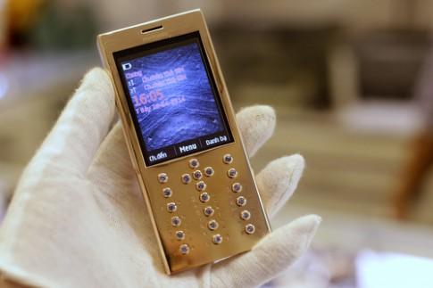 Điện thoại đúc bằng vàng giá hơn 200 triệu đồng ở VN