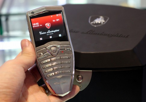 Điện thoại phong cách siêu xe Lamborghini Spyder ở VN
