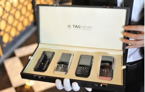 Điện thoại siêu sang TAG Heuer tích hợp 2 SIM