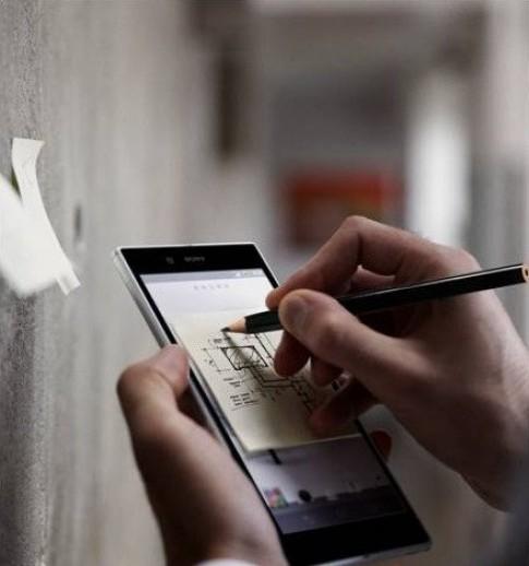 Điện thoại Sony Xperia ZU 6,4 inch lộ ảnh quảng cáo dùng bút