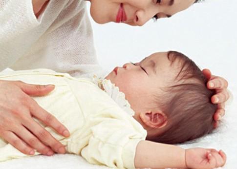 'Đọc' triệu chứng sốt ở trẻ để dùng thuốc đúng