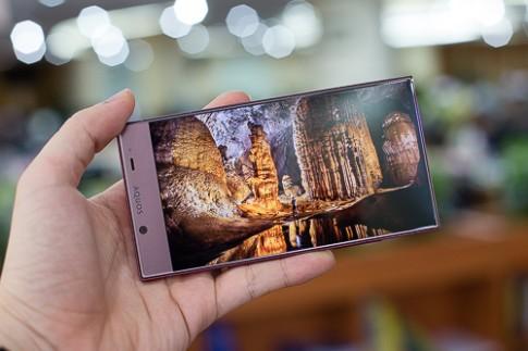 Dòng smartphone Nhật viền màn hình siêu mỏng xuất hiện tại VN